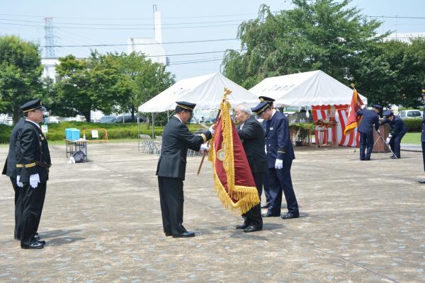 団旗引き渡し式