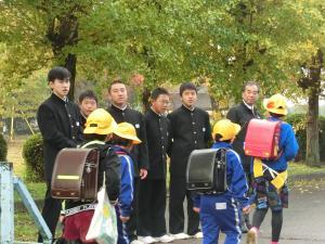 先輩たち あいさつ運動4